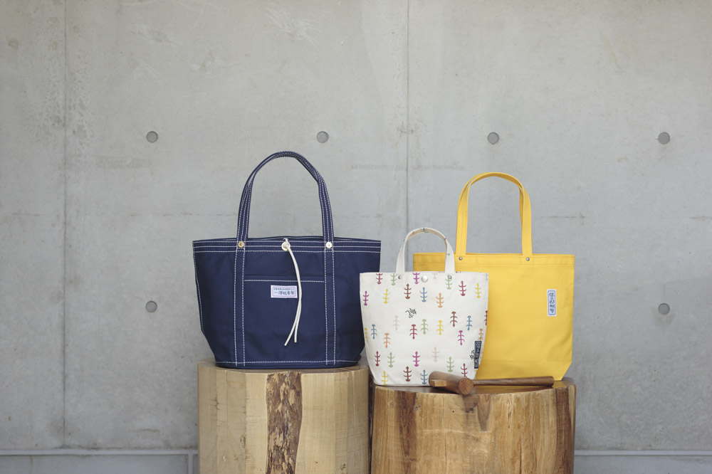 A range of designer canvas bags from Ichizawa Shinzaburo Hanpu