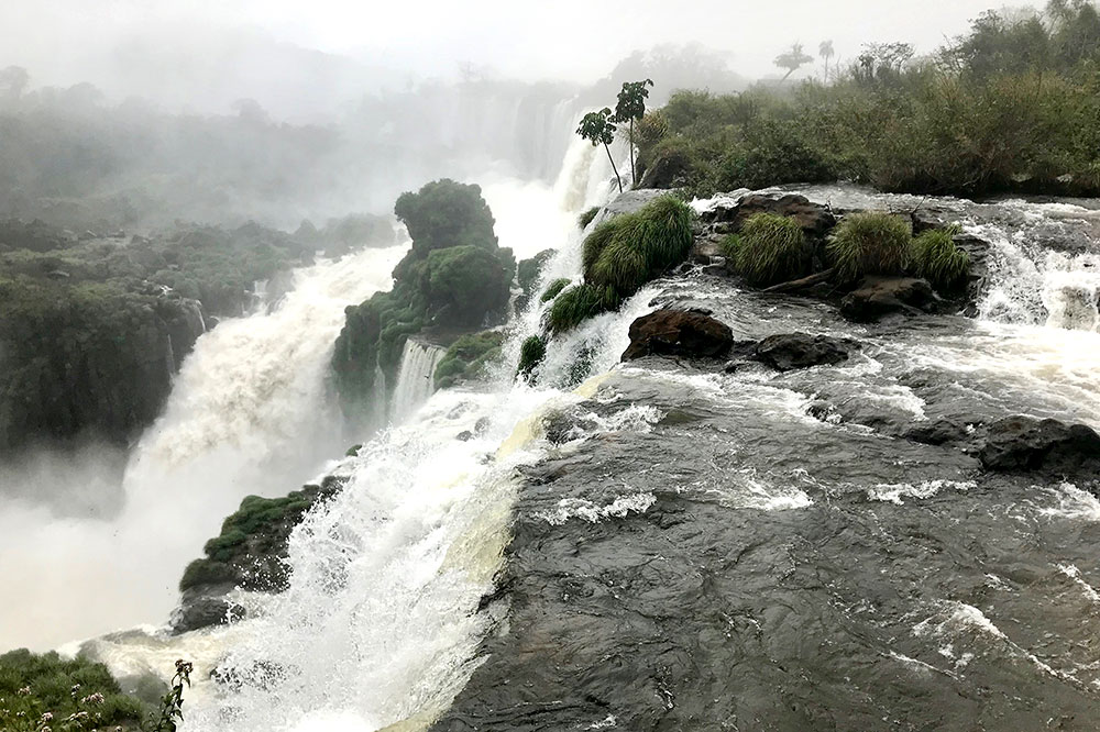 The San Martín cascade seen from the Upper Circuit on the Argentina side of Iguazú Falls