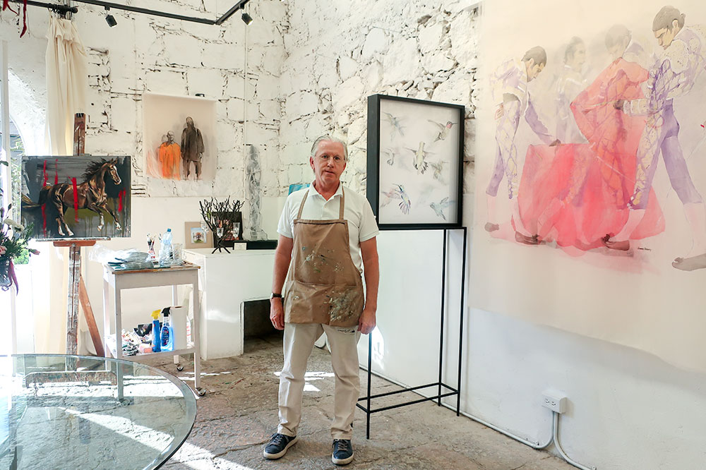 Artist James Harvey in his gallery and studio at Fábrica La Aurora