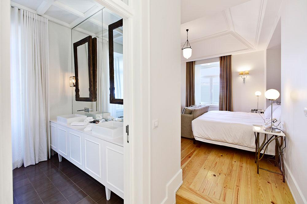 A junior suite at Santiago de Alfama