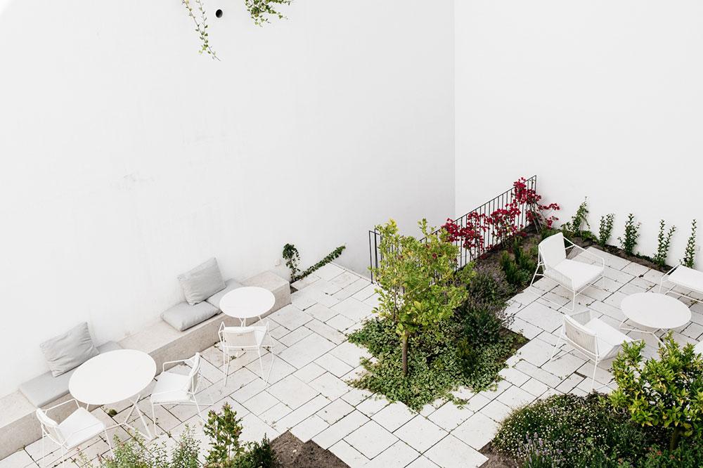 The courtyard at Santa Clara 1728