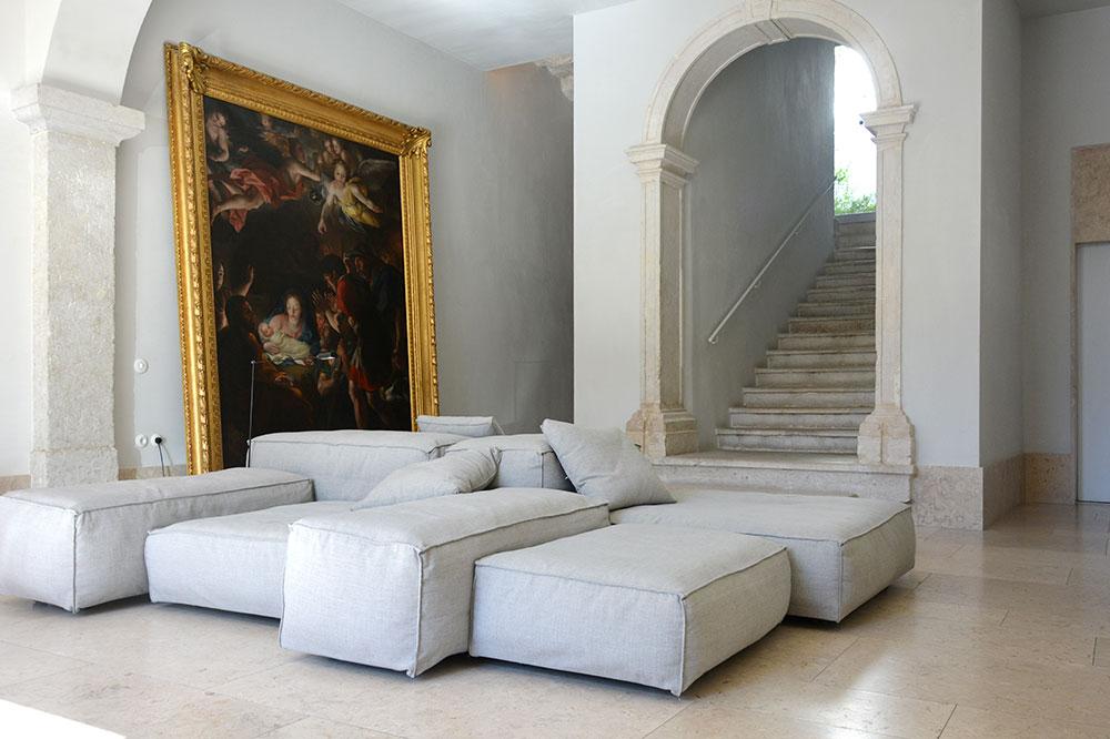 A lounge at Santa Clara 1728