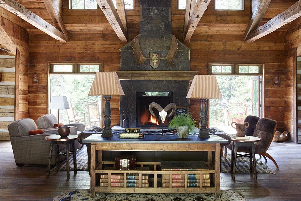 The Kokanee Lodge lounge at Taylor River Lodge