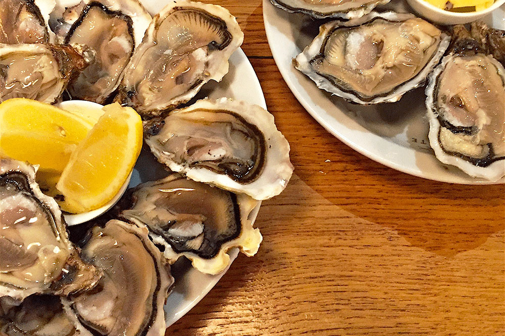 Platter of oysters at Juste in Paris, France