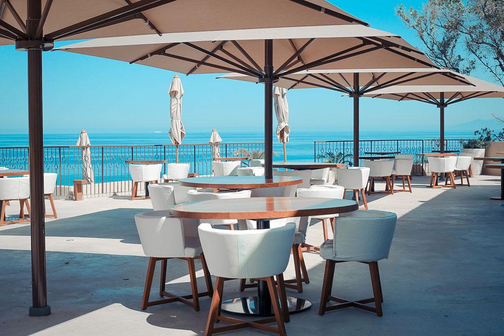 The patio at Misincu