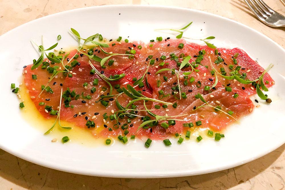Raw tuna belly at Peixaria da Esquina