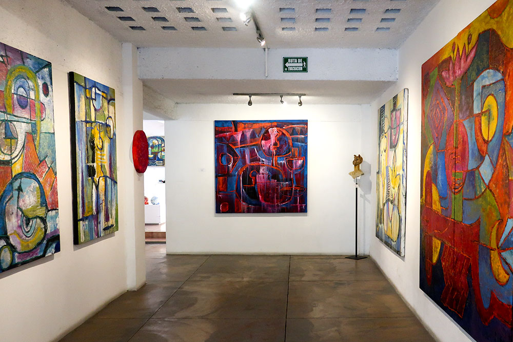 Paintings by Rosendo Pinacho at Noel Cayetano Arte Contemporáneo in San Miguel de Allende