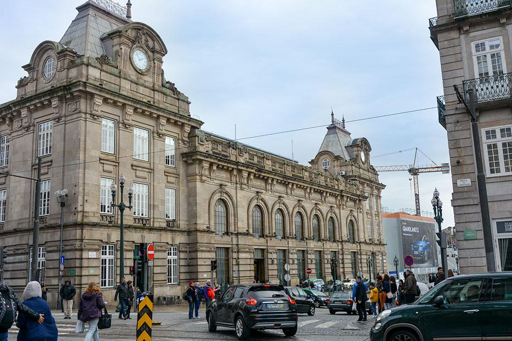 The São Bento railway station