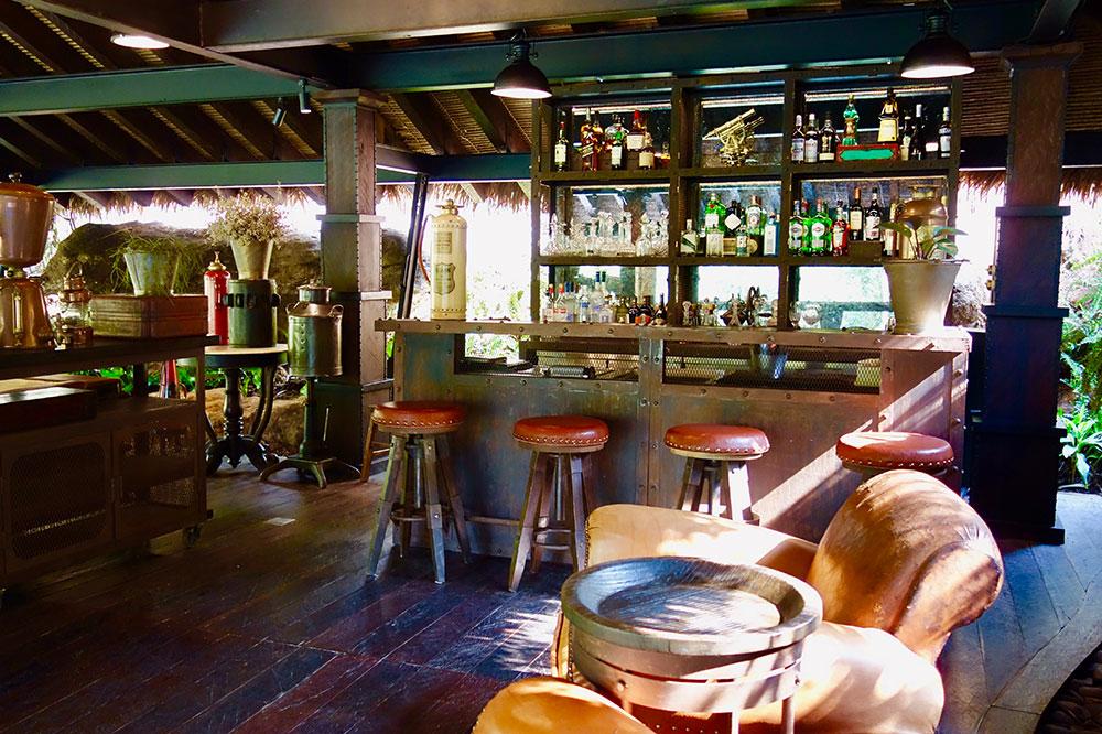 The bar at Shinta Mani Wild
