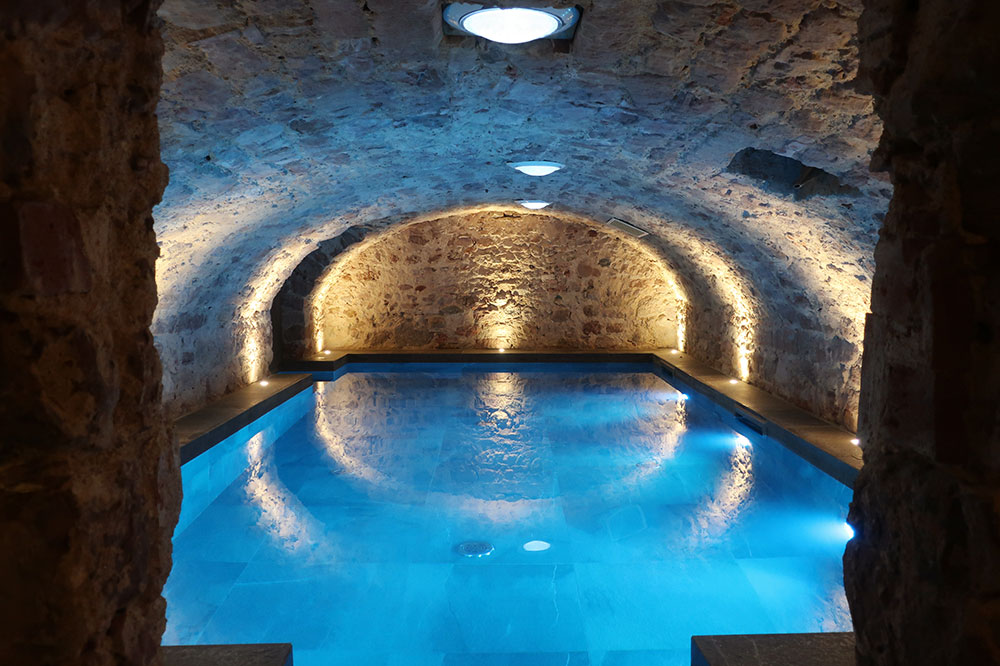 The swimming pool in the spa at 5 Terres Hôtel & Spa
