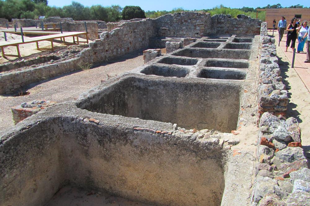 Roman ruins on the Tróia Peninsula