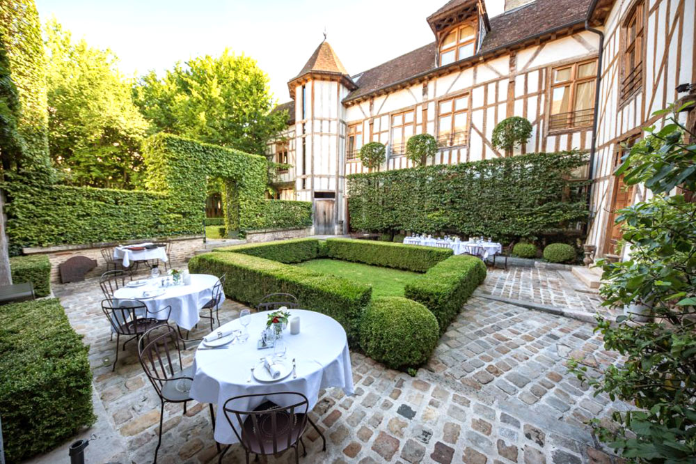 Courtyard dining at La Maison de Rhodes in Troyes
