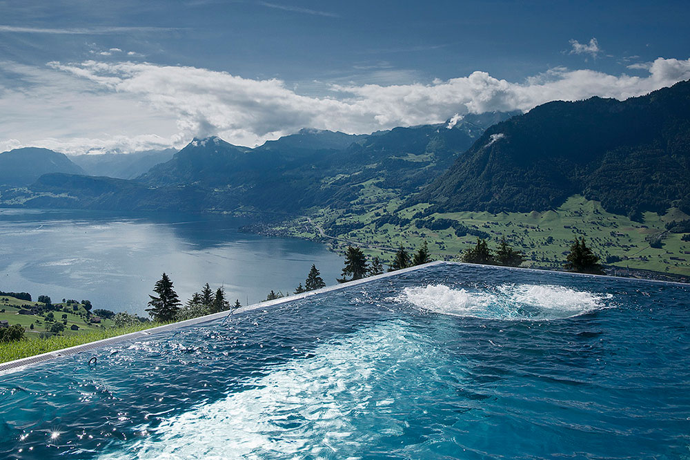 The outdoor pool at Villa Hoengg in Ennetbürgen, Switzerland