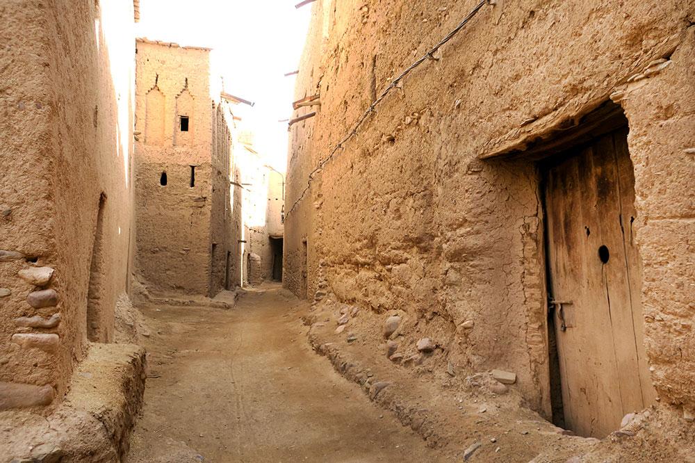 An alleyway in Ait Semgane, a semi-ruined ksar southwest of Tassawant