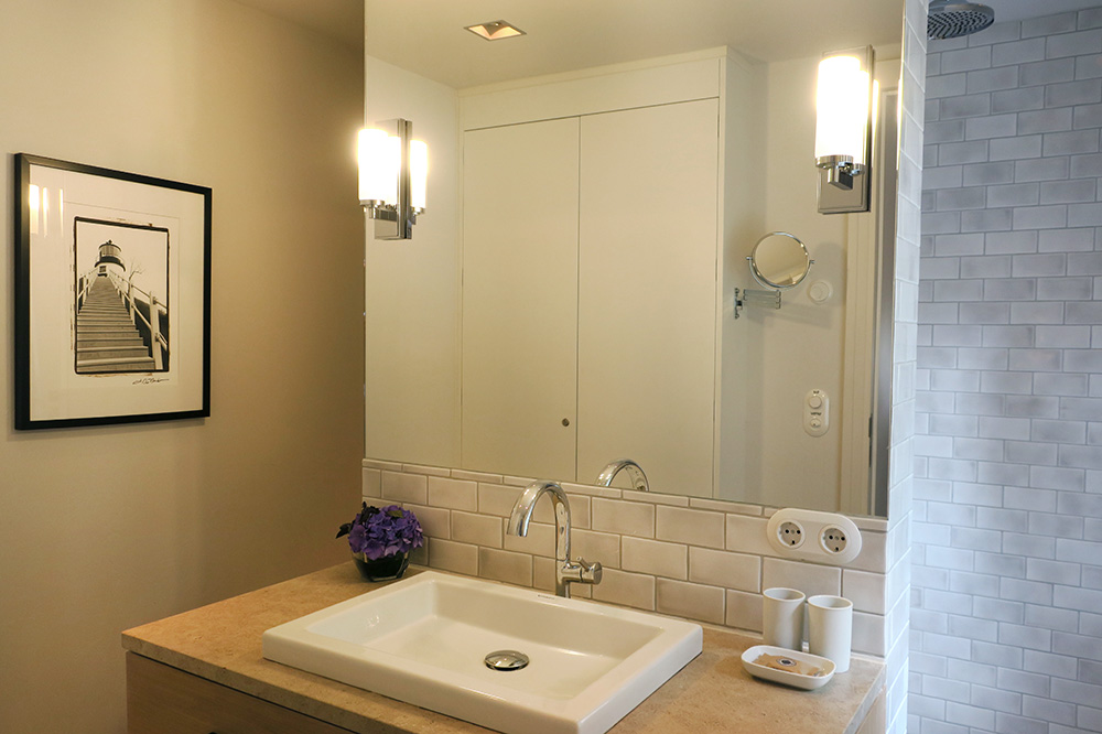 The bath of our Deluxe Room with Terrace at Weissenhaus Grand Village Resort in Weissenhaus, Germany