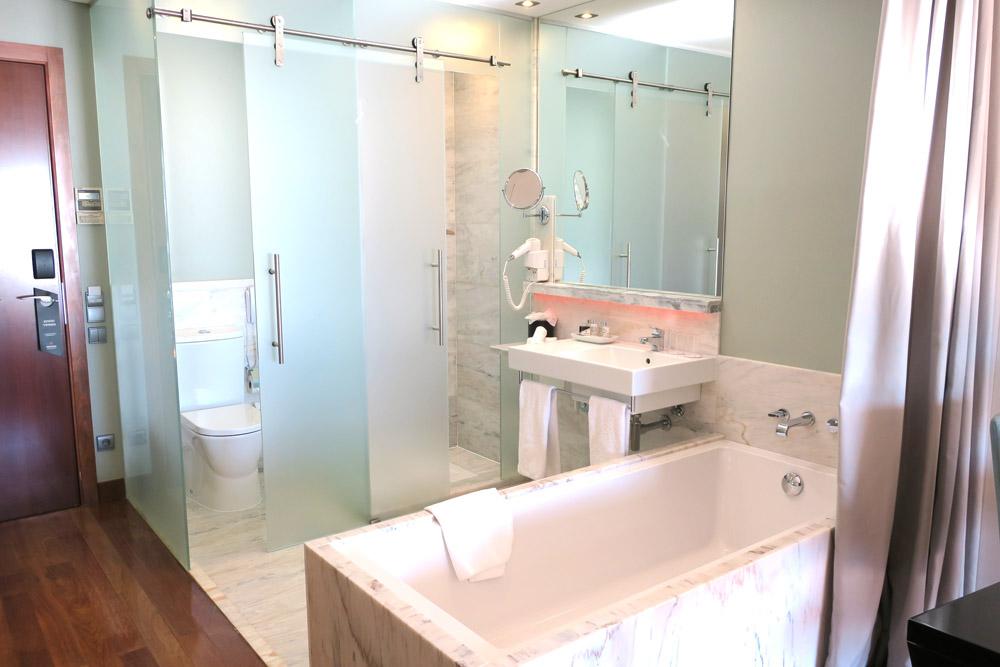 Bath in our Deluxe Room, Pousada de Lisboa, Lisbon, Portugal