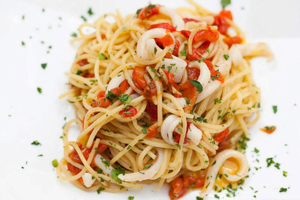 Spaghetti with calamari at <em>Clemente Alla Maddalena</em>