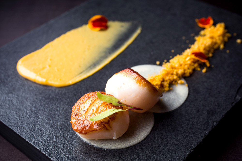 Scallops with tucupi and caviar, water yam and coconut purée at <em>Olympe</em>