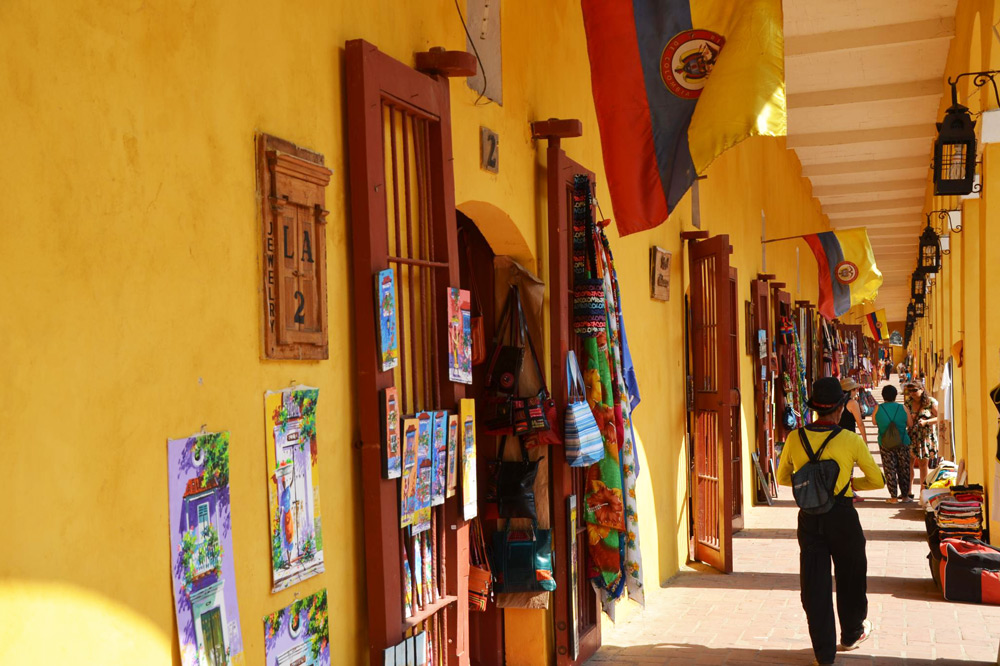 Las Bovedas shops in Cartagena - Flickr/joeross