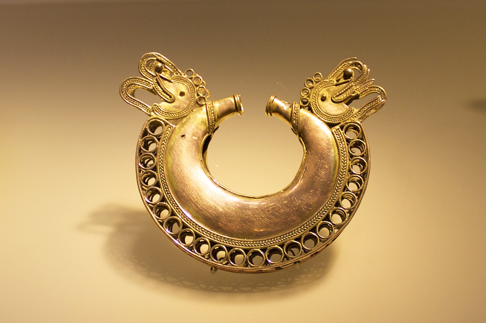Pre-Colombian artifact at the Museo del Oro in Bogota - Flickr/tijszwinkles