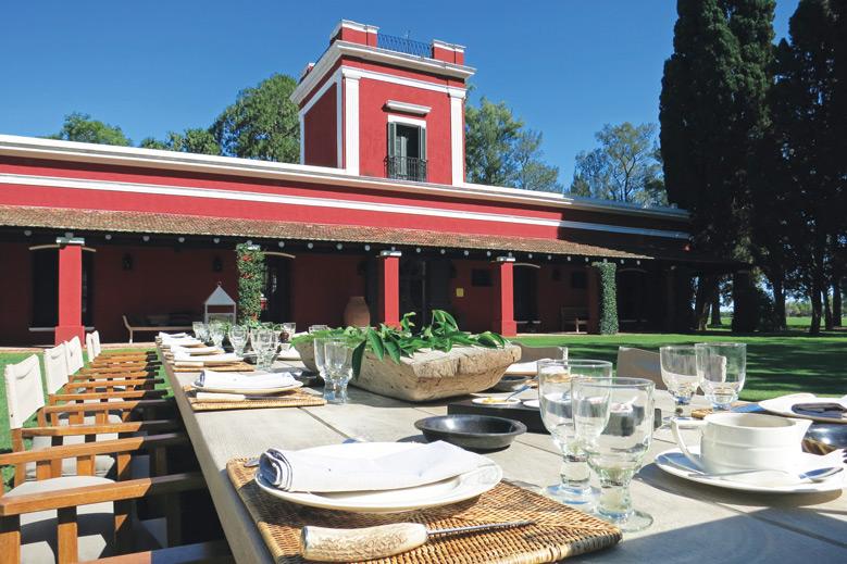 Asado lunch table at La Bamba de Areco