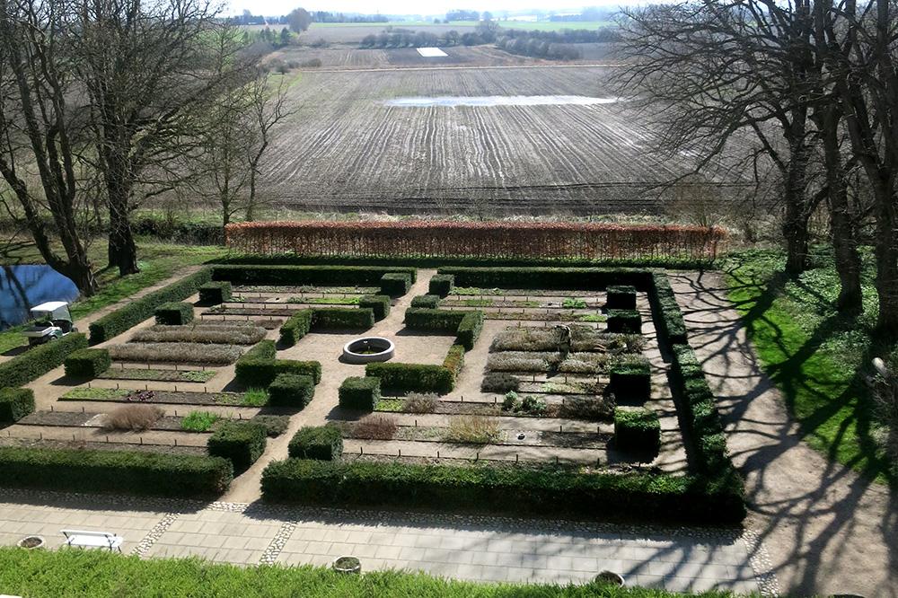 The garden at Dragsholm Slot