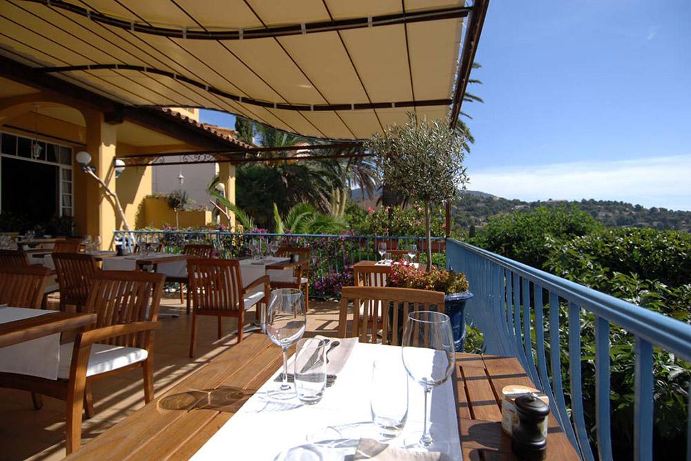 Outdoor dining at <em>La Rastègue</em>