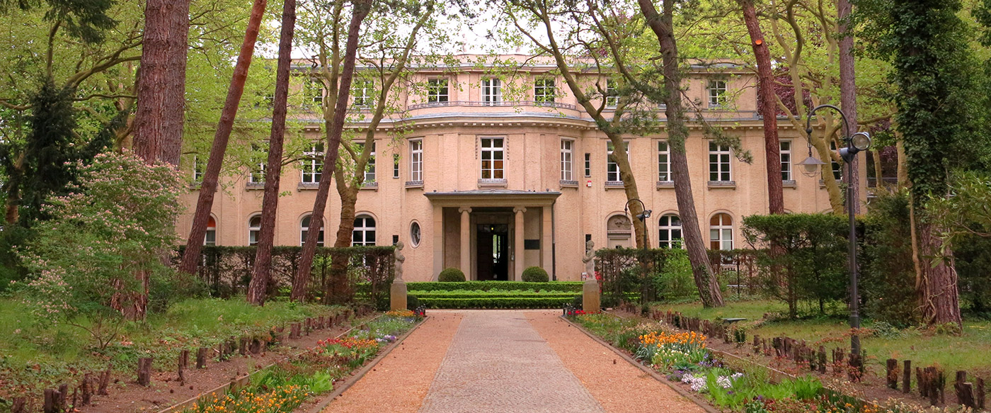 Berlin boutiques walking tour · touring tempelhof house of the wannsee conference