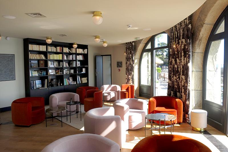 Library/lounge at Castelbrac