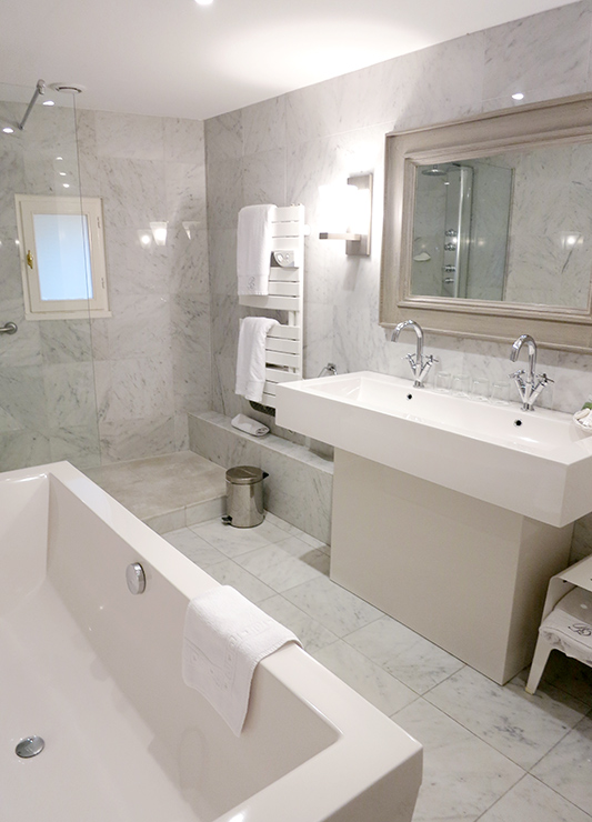 Bath in our suite at Le Brittany