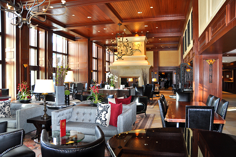 Larkspur Lounge at The Rimrock Resort Hotel