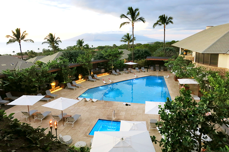 The swimming pool and hot tub at Hotel Wailea