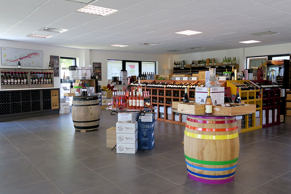 Tasting room and shop at Millésimes à la Carte