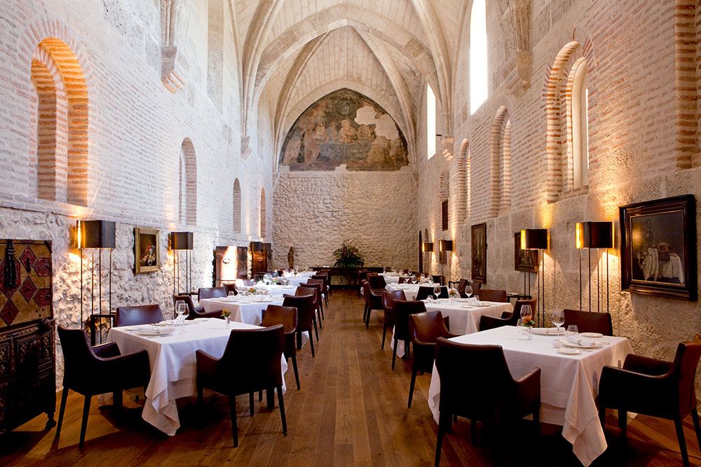 <em>Refectorio</em> restaurant at Abadía Retuerta LeDomaine