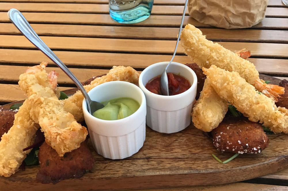 A platter of tempura-fried shrimp at <em>Le Plongeoir</em>
