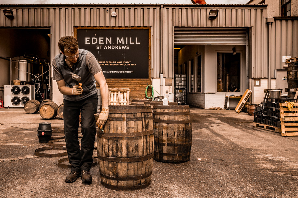 Matured with oak-aged beer casks, Eden Mills' Oak Gin carries hints of vanilla and toasted caramel.