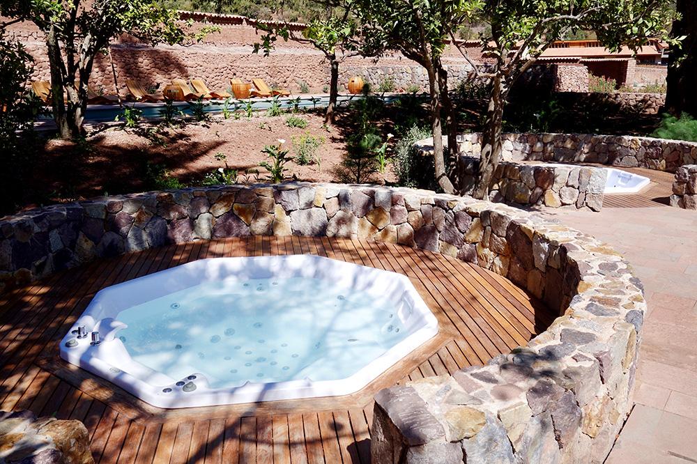 The hot tub at the Spa Pumacahua Bath House at explora Valle Sagrado