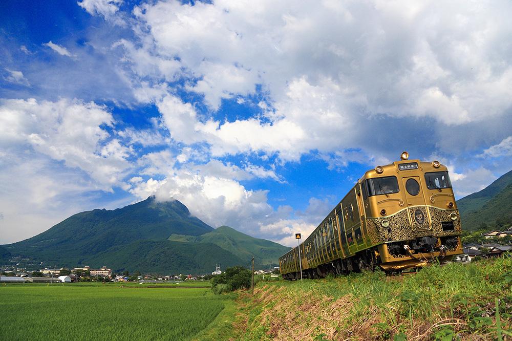 The exterior of Japan's <em>Sweet Train</em>