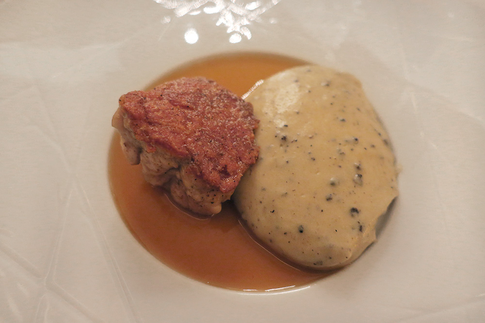 Tender veal sweetbreads with black truffles from Lalbenque at <em>Le Duèze</em>