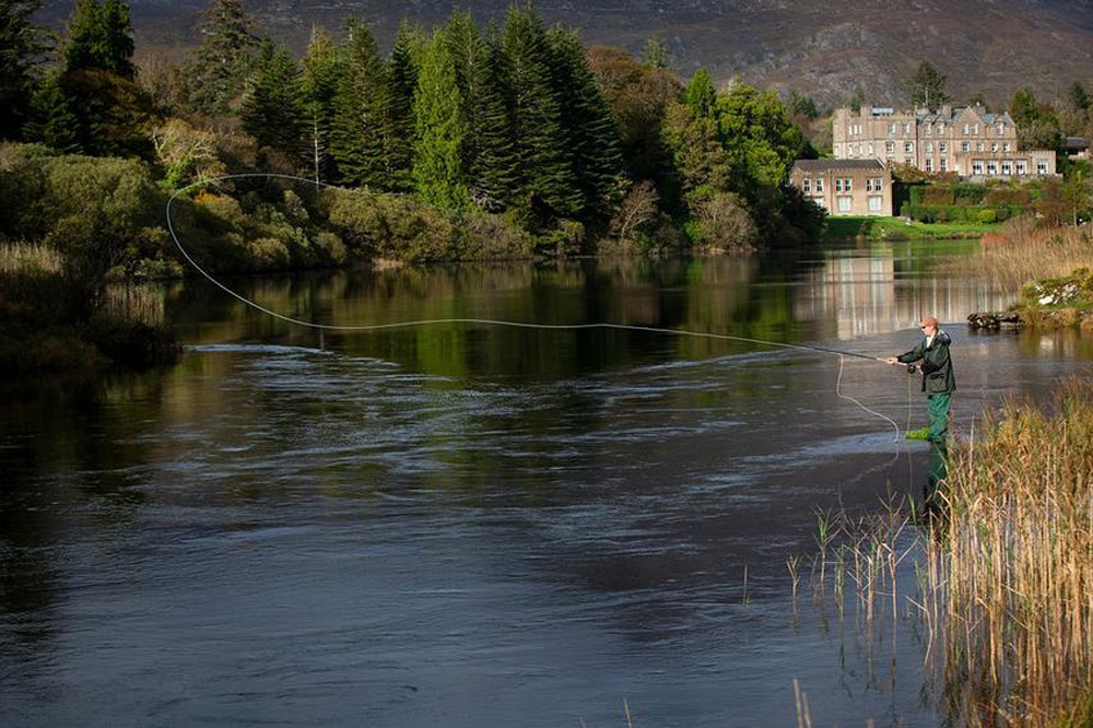 Fly-fishing at Ballynahinch Lake in front of Ballynahinch Castle