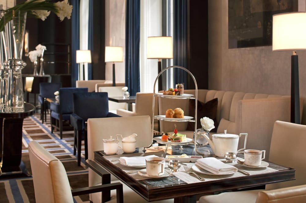 Tea at the <em>Gotham Lounge</em> in the Peninsula