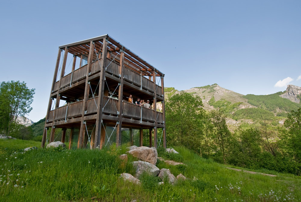 Observation deck at the Man and Wolf Center - Parco Naturale Alpi Marittime