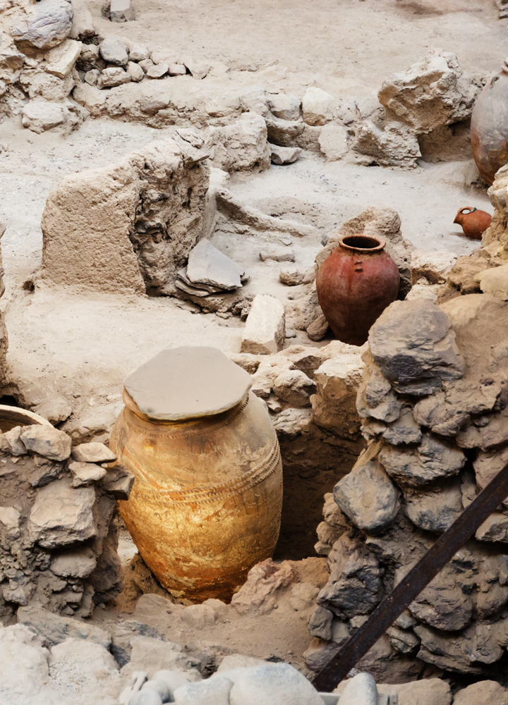 Vases used more than 3,500 years ago can be seen at the Akrotiri site - Photo by Norbert Nagel