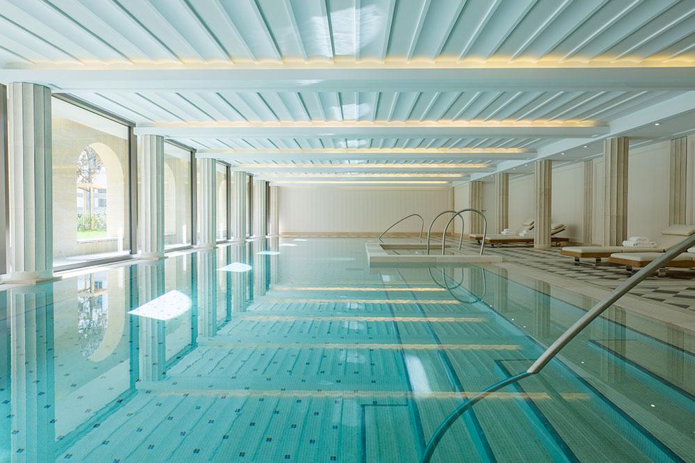 The spa pool Villa Maïa