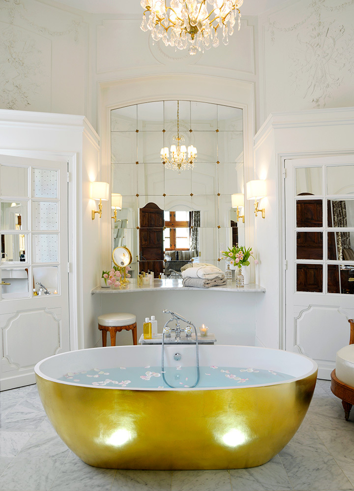 The bath of La Favorite, the master suite at Château de la Treyne in Lacave, France