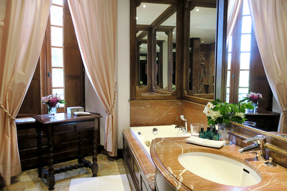 The bath of Louis XIII, the junior suite, at Château de la Treyne in Lacave, France