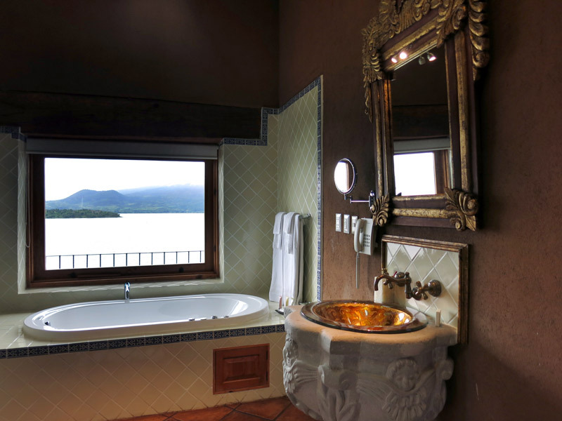 haciendaucazanaztacua_bathroomview