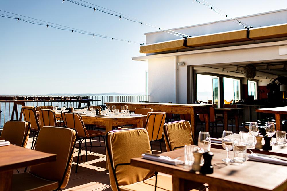 H tel les roches rouges cote d 39 azur hotel andrew harper - Restaurant la table st raphael ...