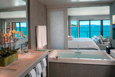 Skyline Suite bathroom