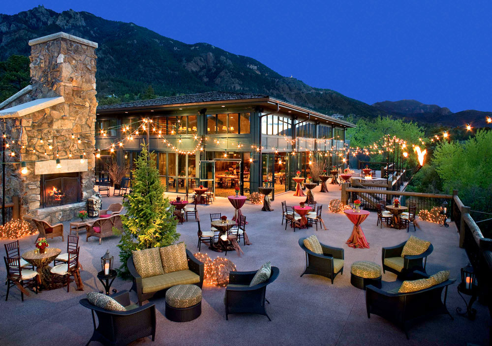 The broadmoor luxury hotel in colorado united states for Luxury hotel company